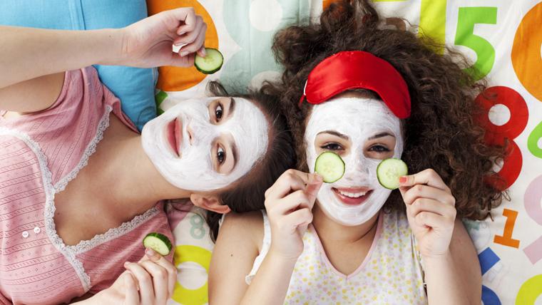 Die Haut wird bei regelmäßiger Anwendung reichlich mit Nährstoffen versorgt, bleibt weich und geschmeidig.