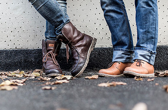 Kavat: Schicke Schuhe mit grünen Leisten