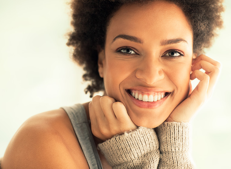 Rizinusöl sorgt für schöne, reine Haut und glänzende Haare