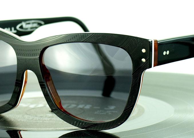 Jede Brille in Unikat - Theoretisch kann nun ein jeder sein Lieblingslied auf der Nase tragen ©Tipton Eyeworks