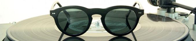 Klassische Brillengestelle gefertigt aus klassischen Schallplatten. Nun möglich, dank der pfiffigen Idee von Vinylize ©Tipton Eyeworks