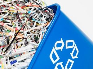Recyclingpapier ist gut für die Umwelt und schont Ressourcen ©Fuse/Thinkstock