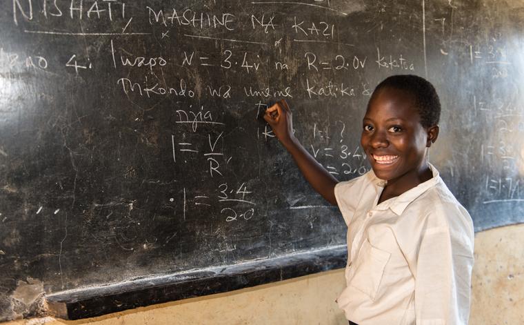 Überall auf der Welt verdienen Familien ihren Lebensunterhalt mit dem Anbau von Kaffeebohnen, damit wir unseren Morgenkaffee genießen können. Häufig bleibt dort aber die Bildung auf der Strecke.