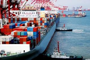 Ware wird auf Schiffen transportiert. © ftcly3/istock/Thinkstock