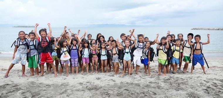 Der Courage-Rucksack soll Kindern Mut machen und ihnen im Notfall als Schwimmhilfe dienen