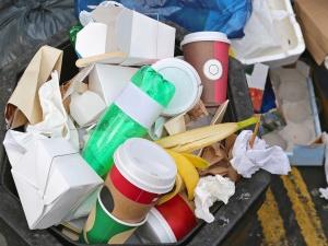 Müll wird vor allem an jenen Flächen gesammelt, die nicht in der städtischen Reinigungspflicht stehen. Baloncini (iStock/Thinkstock Photos)