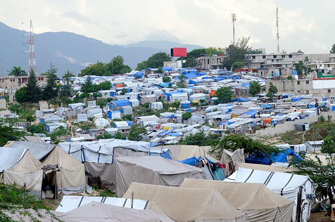 Ehrenamtliche und Hilfsorganisationen kümmern sich in Fluechtlingslagern um die Hilfesuchenden