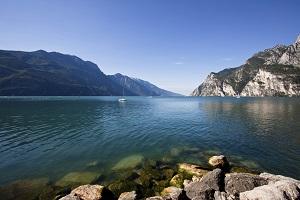 Der Gardasee - wird die Idylle noch lange erhalten bleiben ?©Andrea Zanchi/iStock