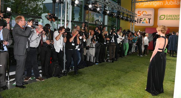 Zahlreiche Prominente beschreiten Jahr für Jahr den grünen Teppich