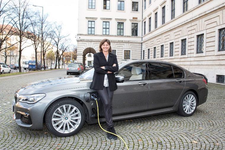 Elektromobilität erleben Besucher können am Tegernsee Elektroautos ausprobieren