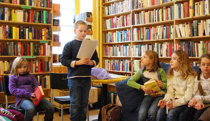 Kinder lesen Bücher Mainz