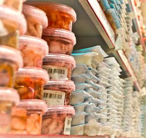 Druckfarben von Lebensmittelverpackungen können auf die Ware selbst übergehen © Evgueni Sinigalia/ Hemera/ Thinkstock