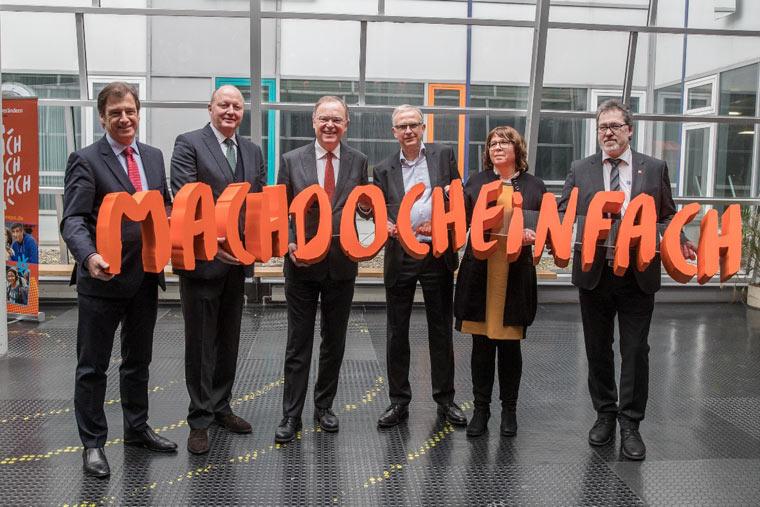 Die IdeenExpo wurde von Vertretern aus Politik und Wirtschaft ins Leben gerufen, um dem Fachkräftemangel im MINT-Bereich entgegenzuwirken