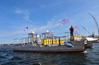Müllsammelschiff wird in Düsseldorf ausgestellt