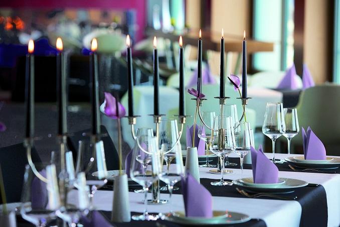 Geschmackvolle Servietten verschöner das Ambiente im Restaurant. © Papstar