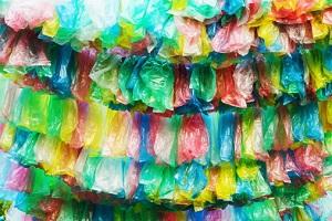 Plastiktüten gibt es in vielen Farben. © maljalen/iStock/Thinkstock