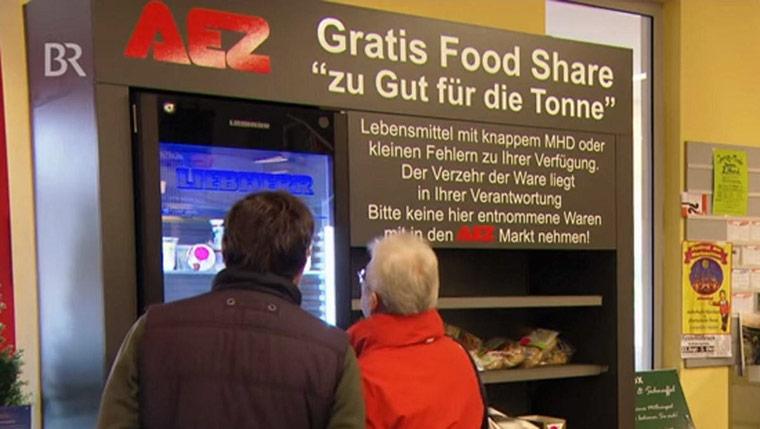 Rewe und AEZ verschenken abgelaufene Lebensmittel
