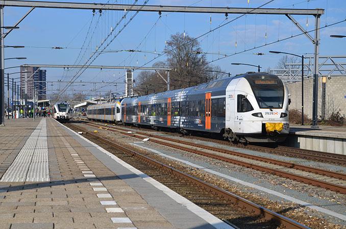 Rhein-Ruhr-Express auf dem Gleis