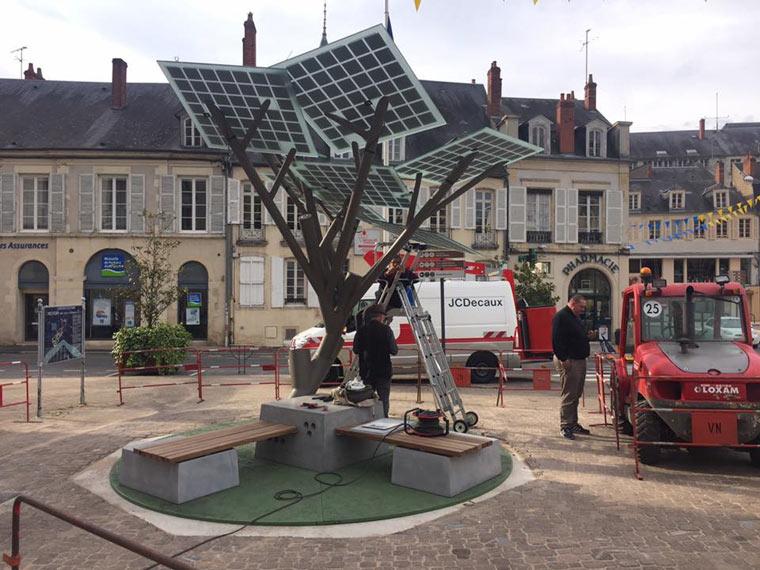 Frankreich pflanzt ersten Solarbaum
