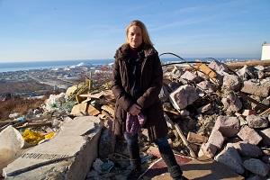 Viola von Cramon auf einer Mülldeponie, erzeugt durch Olympiabaustellen