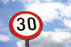 Tempo 30 auf deutschen Straßen ©iStock
