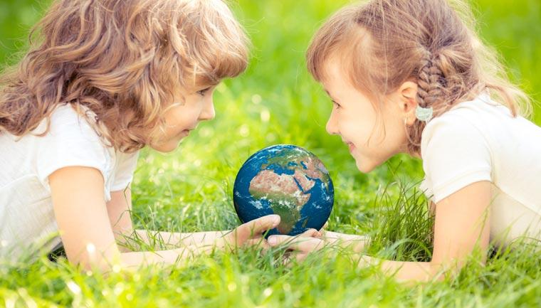 Klimawandel, Artensterben und Müllteppiche in den Weltmeeren sind Themen, die nicht nur Erwachsene beschäftigen, sondern auch Kinder in ihrem Alltag berühren und beängstigen.