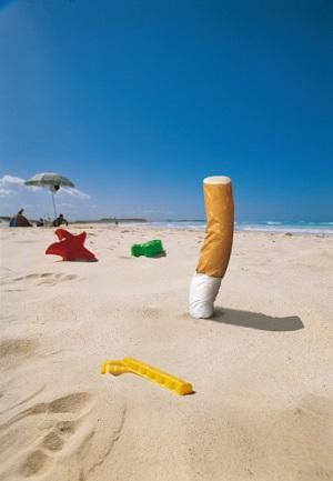 Zigaretten sollen nicht am Strand entsorgt werden. © Paolo_Toffanin/iStock/Thinkstock