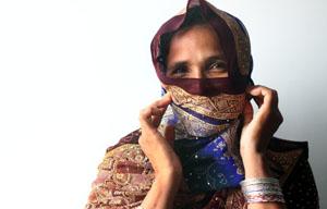 Grund zur Freude bei dieser banglesischen Näherin? ©iStockphoto
