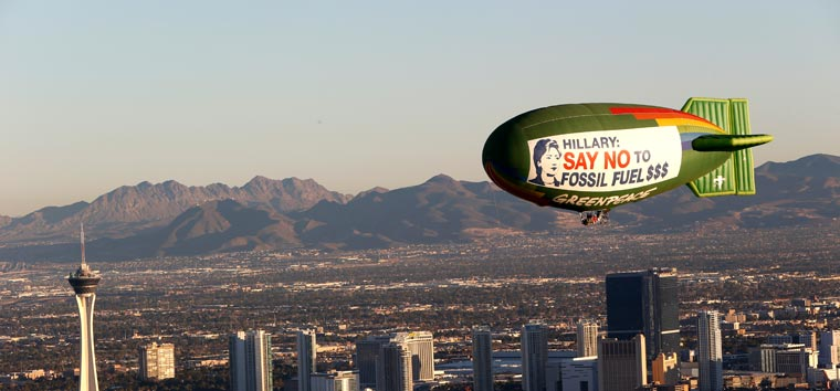 Präsidentschaftskandidatin Clinton wird dazu aufgefordert zu ihren Umwelt-Versprechungen zu stehen...