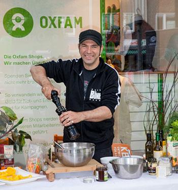 Ole Plogstedt kocht mit guten Zutaten besser als ohne! © Oxfam