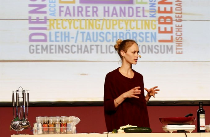 Verbotene Liebe Star Inez Bjørg David zeigte bei der Kochshow auf der FAIR TRADE & FRIENDS ihre Lieblingsrezepte aus regionalen, biologischen und fair gehandelten Zutaten.