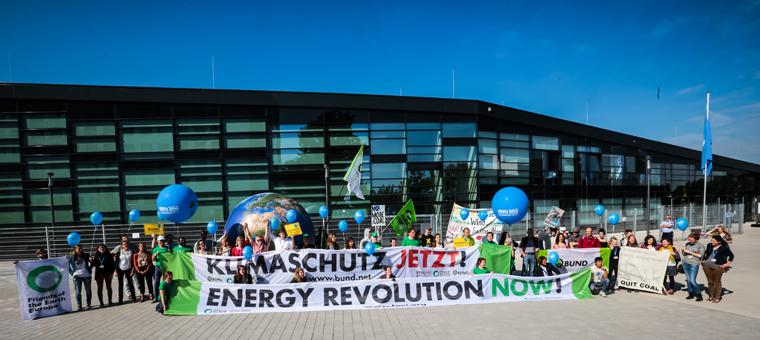 So wie hier bei den Klimaverhandlungen in Bonn werden der BUND und seine Unterstützer auch in Paris für den Klimaschutz protestieren