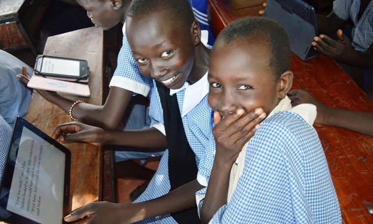 Die Vodafone Stiftung sorgt für digitale Schulen in Afrika und stellt kostenfreie Online-Lehrmaterialien auf Tablets zur Verfügung