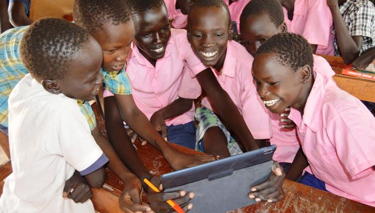 Digitale Schulen in Afrika sollen die Lebenschancen von Kindern verbessern