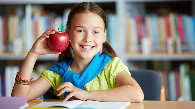 Frisches Obst und Gemüse sollte Schulkindern kostenlos zur Verfügung stehen.