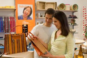 Im Weltladen gibt es tolle Dinge aus Fairem Handel zu kaufen © Weltladen