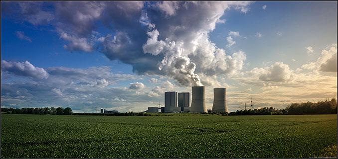 Ein Atomkraftwerk stößt Schadstoffe aus