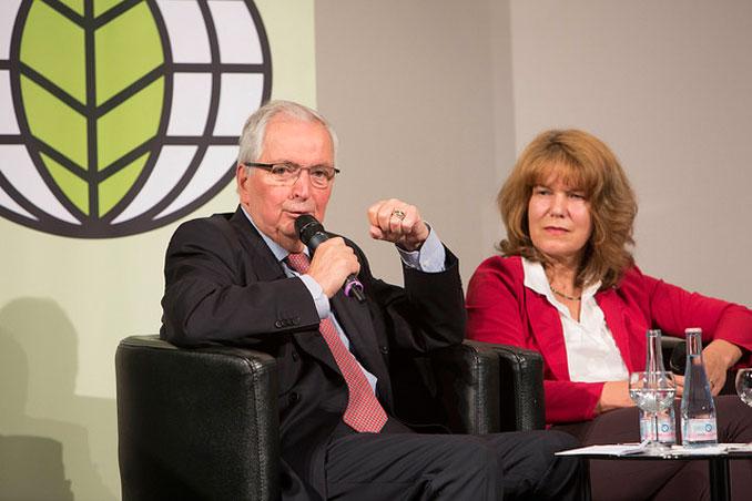 Dr. Klaus Töpfer, Bundesumweltminister a.D., forderte konkretere Maßnahmen und Zeitpläne zur Dekarbonisierung