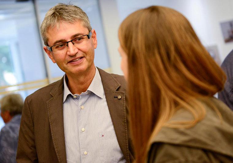 Dr. Ulrich Matthes informiert über das Klimaschutzkonzept.