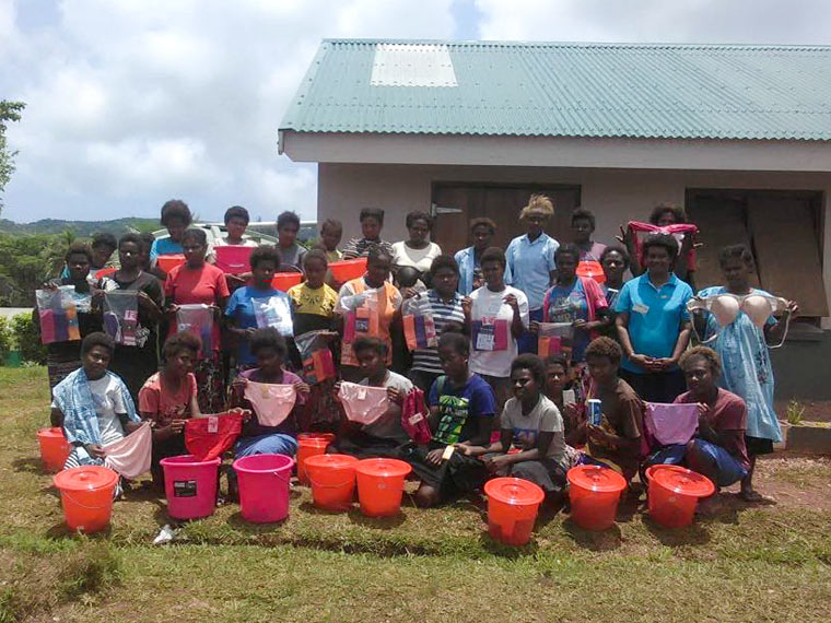 Girls mit Sanitary Kits