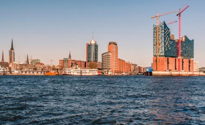Der Hamburger Hafen ist nur einer von vielen Brandherden in Sachen Luftverschmutzung © MDBrockmanniStock Editorial/thinkstockphotos