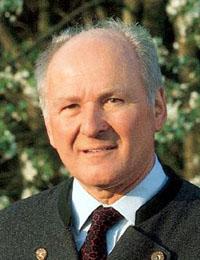 Geschäftsführer Prof. Dr. Claus Hipp im Interview zum Thema Recyclingpapier © HiPP