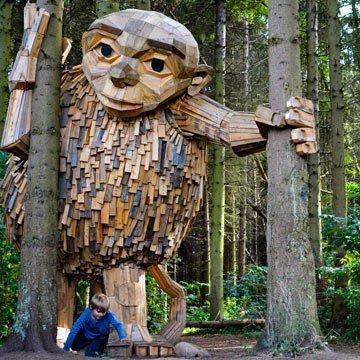 Kunst aus Abfall: 6 gigantische Skulpturen aus Altholz