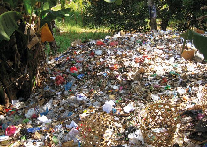 Berge von Müll überfluten die Insel