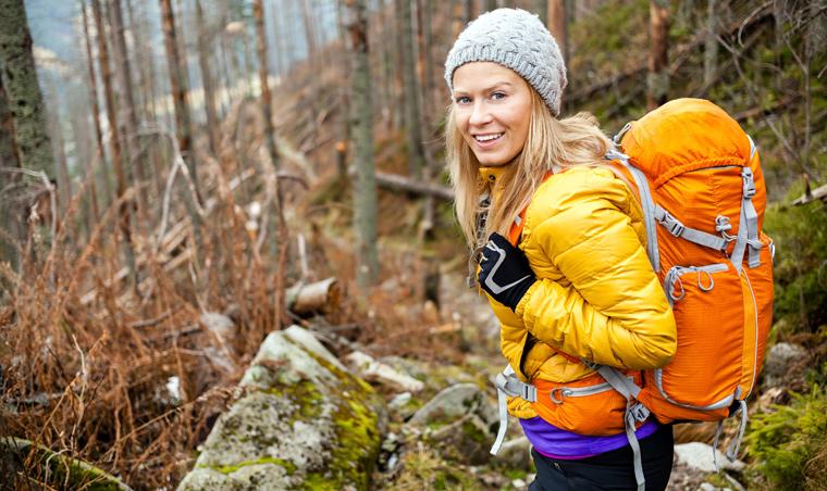 Viele Abenteurer träumen von Wanderungen und Klettertouren in atemberaubender Natur und denken wohl kaum daran, dass sie Luft und Wasser dabei dauerhaft verunreinigen ? und zwar durch ihre Kleidung.