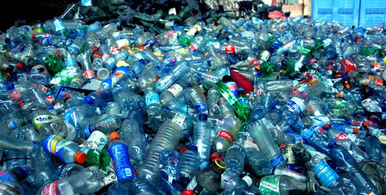 Schon über 35.000 Plastikflaschen aus den Kanälen gefischt