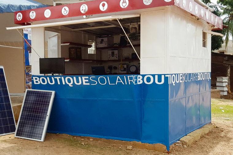 Gabriele Schwarz errichtet Solar-Boutiquen im Senegal