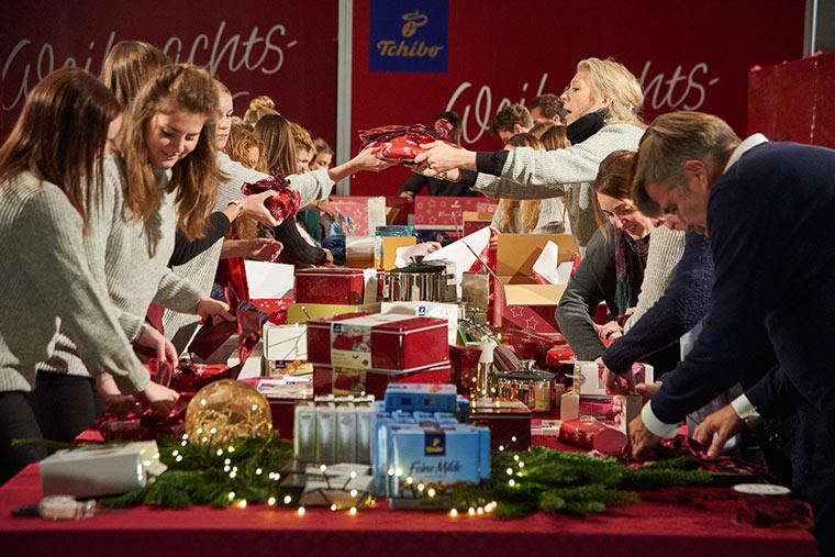 Hunderttausend Weihnachtsgeschenke für bedürftige Menschen