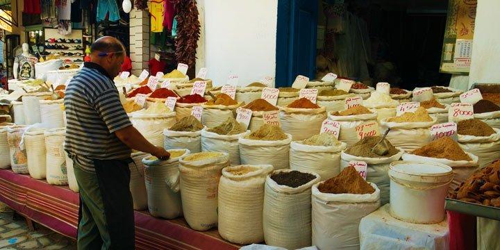 Supermärkte Tunesiens verbannen die Einwegplastiktüten
