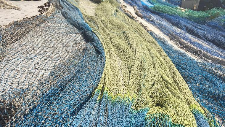 Neue Teppichböden aus alten Fischernetzen